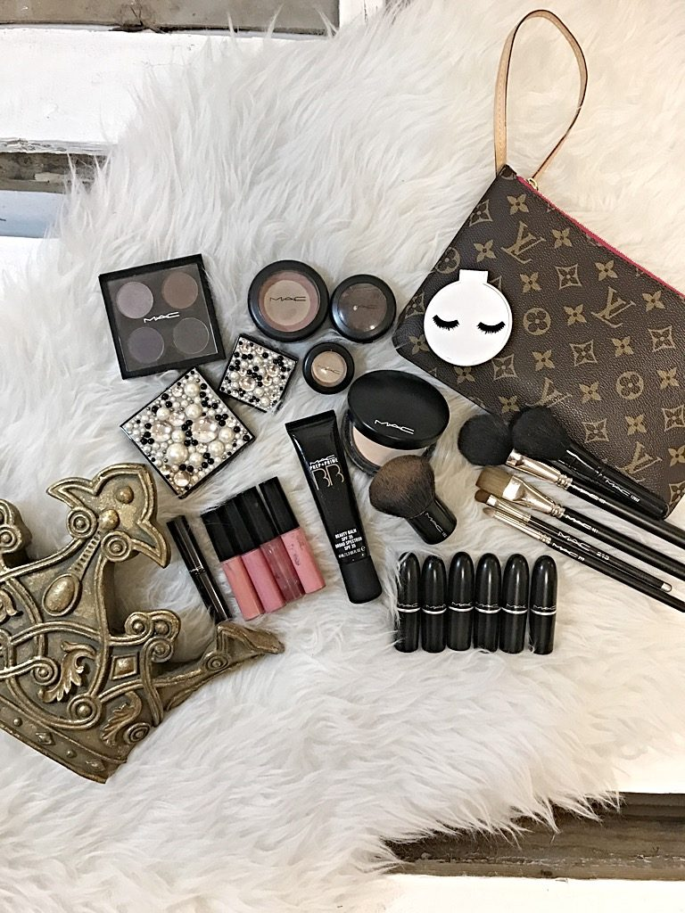 mac make up, Louis Vuitton, crown