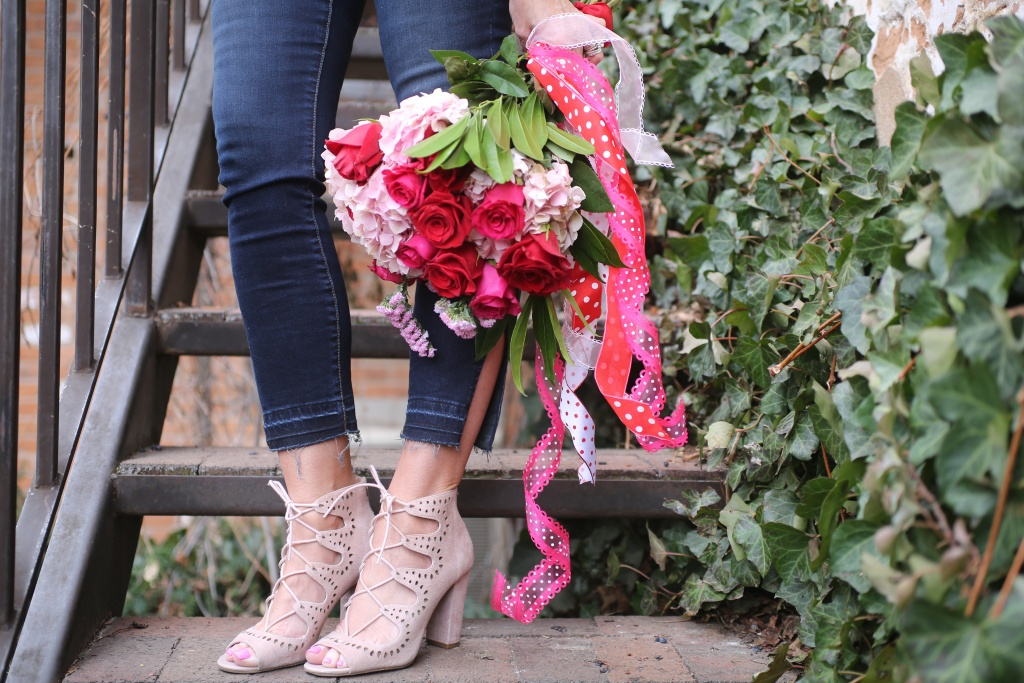 fresh blooms, kut from the kloth jeans, blush suede shoes